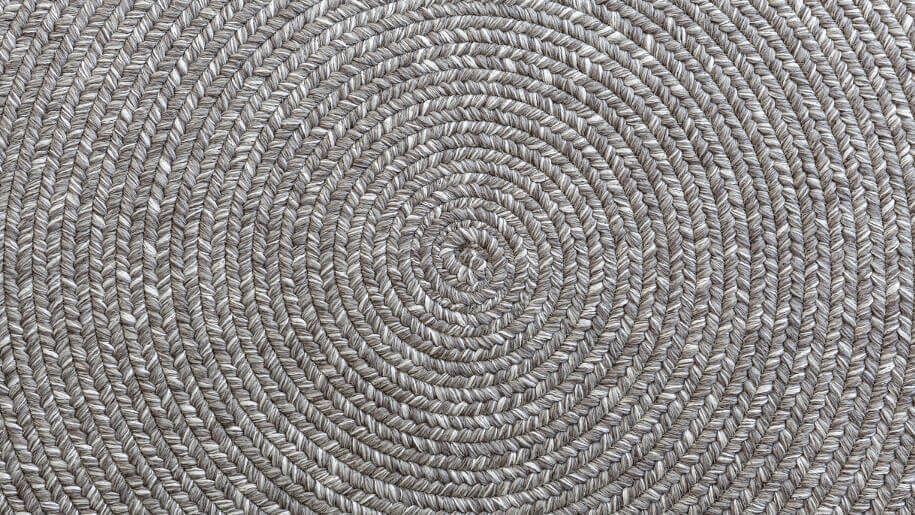 Cleaning a jute rug at home