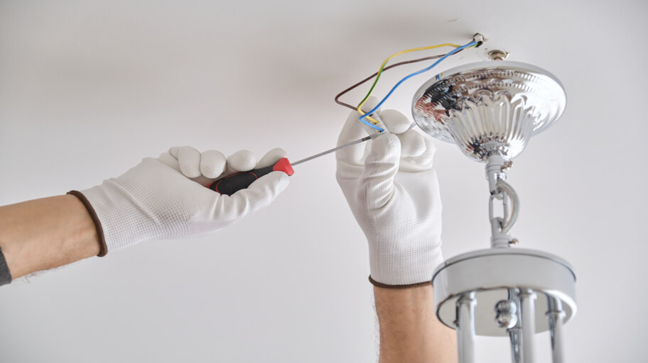 How to Easily Change a Light Fitting