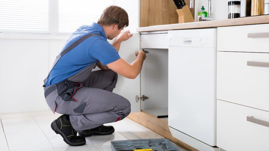 door hinge adjustment on kitchen cabinet